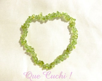 Baroque elastic bracelet with Peridot chips of 3 to 5 mm