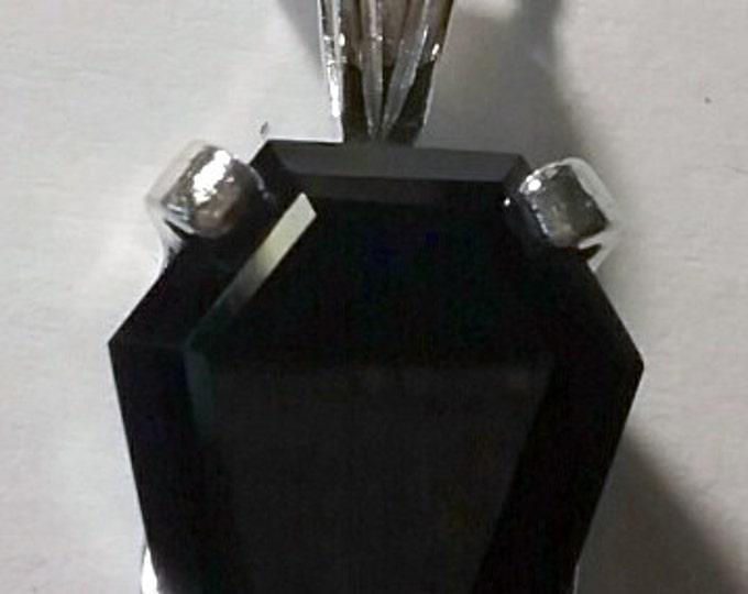 Featured listing image: 10ct Coffin Gem Pendant