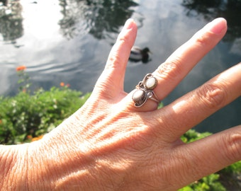Native American Mother of Pearl Ring Size 5.75