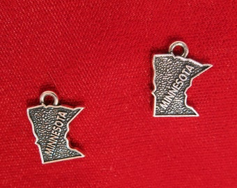 "BULK! 30pc ""Minnesota"" charms in antique silver style (BC947B)"
