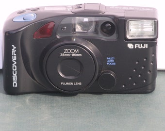 Vintage Fuji Discovery 900 ZOOM Plus, 38-85mm Fuji Non Lens Point & Shoot Film Camera, Two Cases