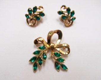 TRIFARI Vintage Green Rhinestone Pin and Earring Set Item W # 79