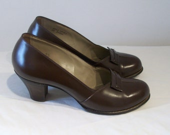 Neat as a pin 1940s round toe stacked heeled day shoes US 6 UK 4 wartime