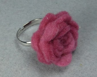 Pink Flower Ring - Pink Rose Ring -Felt Flower -Felt Ring -Adjustable Ring -Artificial Flower -Fake Flower -Flower Jewelry -Felt Jewelry