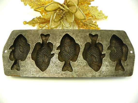 Cast iron fish shaped corn bread pan for Fish shaped bread