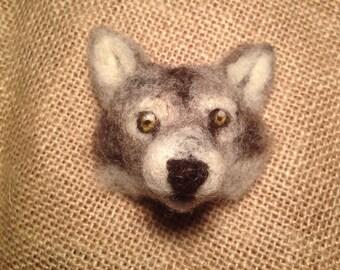 Wolf brooch - Needle felted animal badge - handmade needle felted badge