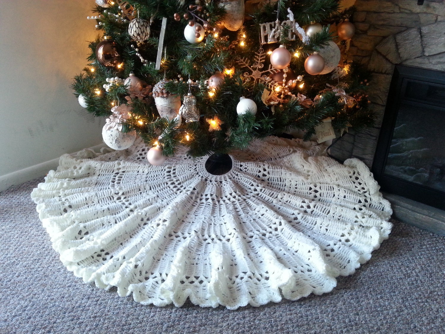 Crocheted HEIRLOOM CHRISTMAS TREE Skirt Pattern