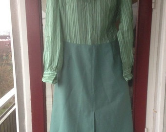 Mint green 1970s suit dress striped M/L size - two pieces