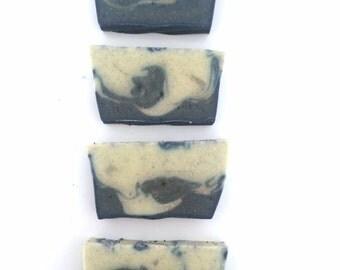 Sapone artigianale Le Onde, Sapone Talassoterapia - Scrub all'olio extravergine di oliva con Acqua e Sabbia di Mare, Sapone Vegan Ok