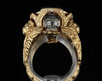 1700s Museum Quality 18 Karat Gold Gentleman Ring & Diamonds Antique 18th Century French Memento Mori Jewelry Skull Ring For Homme