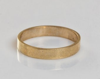 Classic 9 ct solid gold wedding band