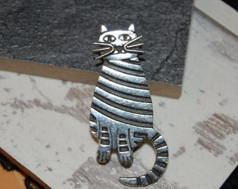 Striped Tabby Wide Eyed Kitty Cat Vintage Brooch