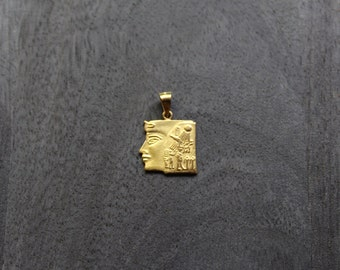 Gold Queen Nefertiti Pendant (18k gold)