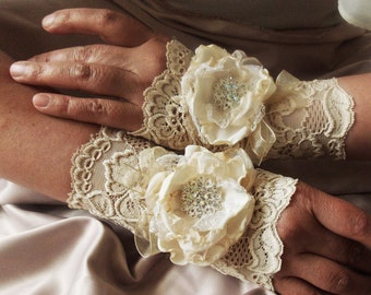 Elegant Romantic Fingerless Gloves in Beige-Cream, Bridal Mittens, Baroque, Fabric Roses, Victorian Lace Armwarmers in Rococo and Boho Style