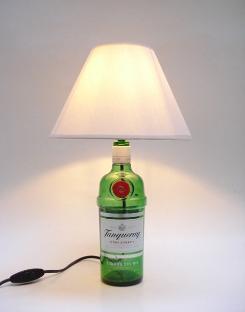 tanqueray gin flasche lampe von loopupcycle auf etsy. Black Bedroom Furniture Sets. Home Design Ideas