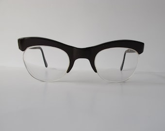 Vintage spectacles. Cats eye shape. Geeky girl glasses.