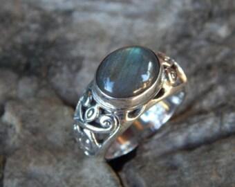 Silver ring butterfly motif labradorite stone
