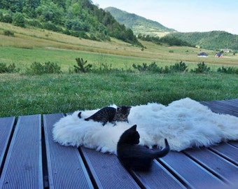 Original BIG XL White Genuine Natural Sheepskin Rug Exclusive rug, Large Sheepskin Cat Bed, Woolen Cat Bed Mat, Pet Cat