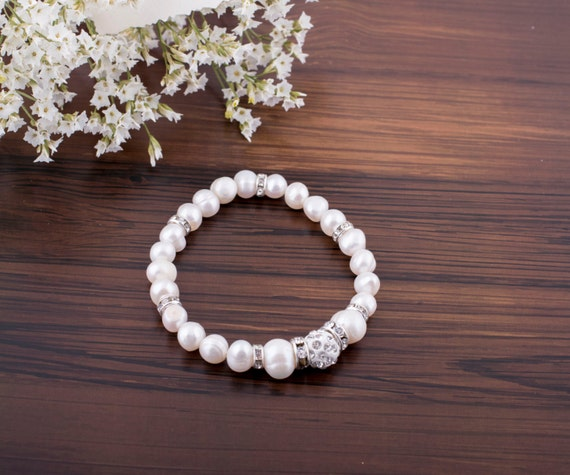 Personalized Bridesmaid Bracelet. Pearl Bridesmaid Gift. Will you be my Bridesmaid Wedding Jewelry