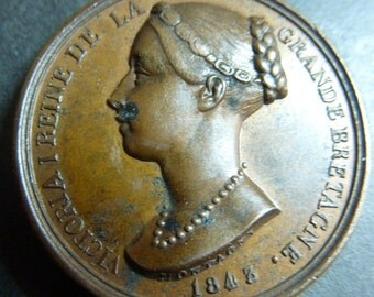 Rare Historic Medal Commemorating Queen Victoria's Visit To France. Visiting King Louis-Philippe  in 1843