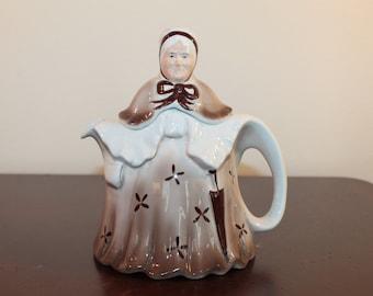 Little Old Lady Teapot – Tony Wood Studio England 1970's