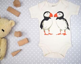 Babybodysuit in organic cotton with puffins. Baby onesie. Baby boy or baby girl gift.