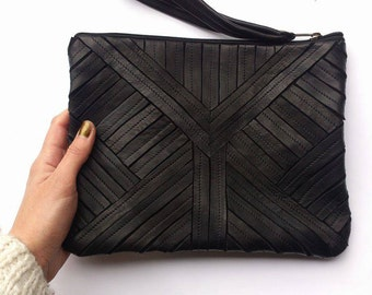 Pochette motif ethnique, cuir noir -Leather ethnical clutch, black leather
