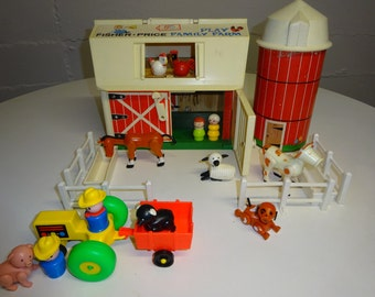 Vintage 1967 Fisher Price Family Farm Barn #915 - FREE SHIPPING