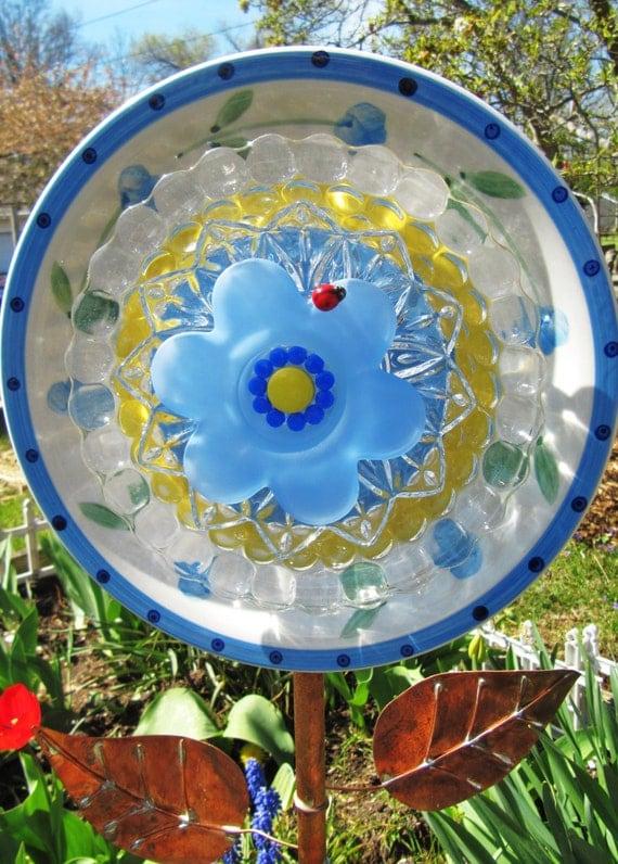 Garden glass flower glass plate flower yard art yard for Garden art from old dishes