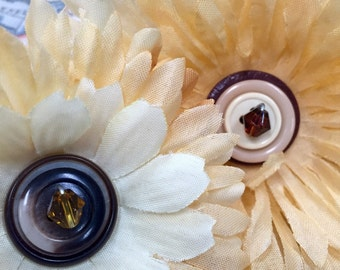 Pretty cream colored flower clips, set of two, hair accessories, cute hat decor, rockabilly & pin-up, costume and coslpay