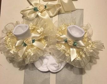 Girls cream ruffle socks and hairbows set