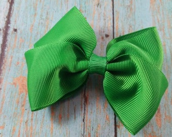 Kelly Green Toddler Hair Bow, Medium Kelly Green Bow, Green Toddler Bow, Cute Toddler Hair Bow. Medium Toddler Hair Bow, Toddler Bow.