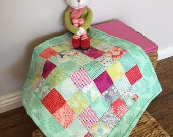 Doll quilt, mini quilt, wall hanging, table centrepiece, Moda Canyon