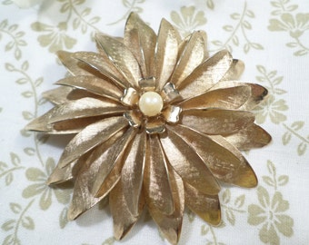 Vintage Gold Tone Flower Brooch With Faux Pearl DL# 7845