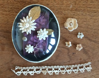 Medallion ceramic flowers
