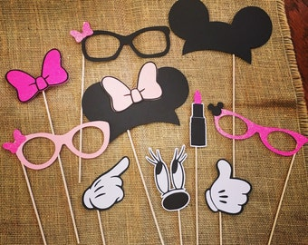 Minnie inspired photo booth props! Gloves, ears, bows... Too cute and fun for your little mouse's birthday party! 10 total props!