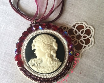 Embroidery Cameo Necklace • Embroidery necklace with cameo