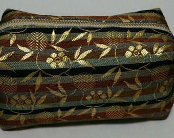 The pouch  that made Japanese textiles called gold brocade