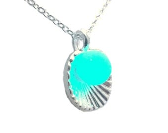 Glow-in-the-Dark Clam with Pearl Pendant Necklace