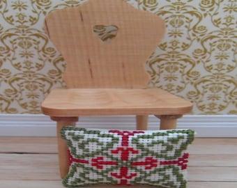 Heart Pine Chair & Cushions1/12th Scale