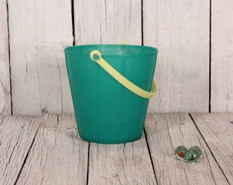 Child's sand pail - Vintage green plastic sand pail - Old small bucket - Collectible sand pail - Vintage plastic bucket - Old sand pail