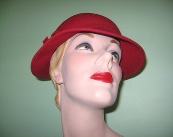 SALE! 1950's Cranberry Red Merrimac Wool Felt Cloche with Side Bow