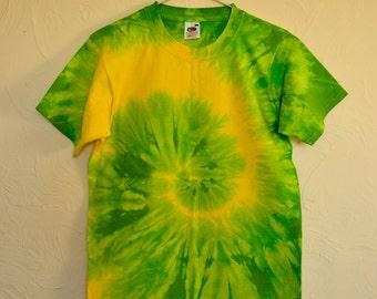 Tie dye hippie yellow green spiral t-shirt size small