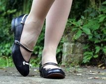 Vintage 1950s 50s Black Leather Mary Jane Strap Flat Shoes UK 5 US 7 low heel knot trim white school cute