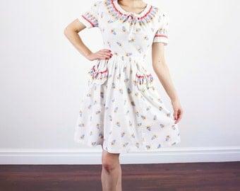 Vintage 1940s Floral Dress / Novelty Print / Cotton Sundress / XS