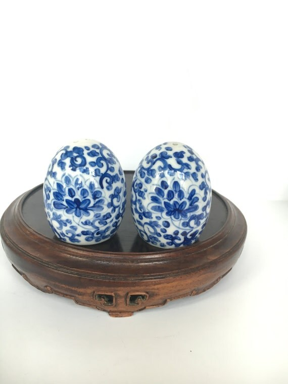 Blue and white asian floral ceramic egg shaped salt and pepper - Egg shaped salt and pepper shakers ...
