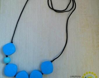 Teething blue diamonds necklace