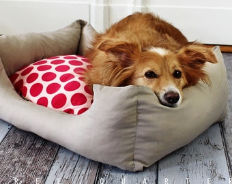 Dog bed, cat bed, taupe, beige, gray, dots, red, pink, dog, cat, sleeping, shabby, cozy, soft, cuddly, pet, puppy