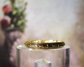 1940s 14K Art Deco Wedding Band with Etched Design in Yellow Gold – Size 6