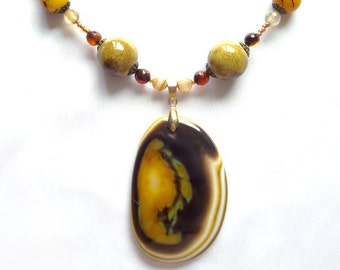 Agate beaded necklace Agate pendant Beaded necklace with agate pendant Unique agate necklace Long necklace Statement agate necklace